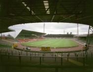 De binnenkant van het oude Celtic Park vanaf Rangers End (oost) (via thecelticwiki.com)